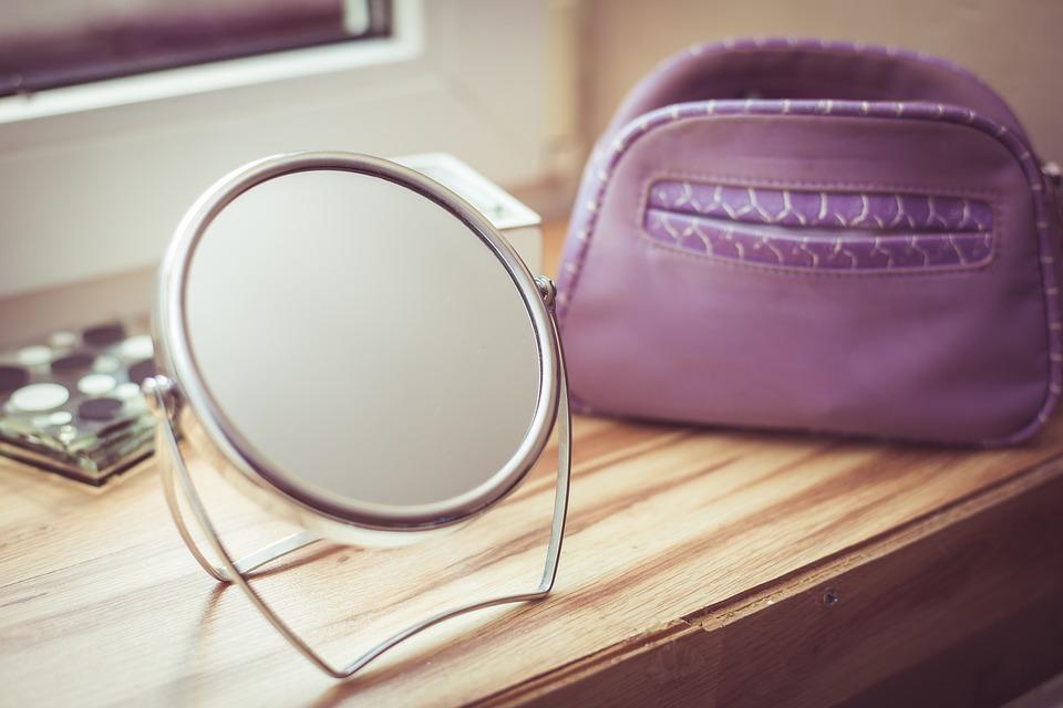 Cosa fai davanti allo specchio?