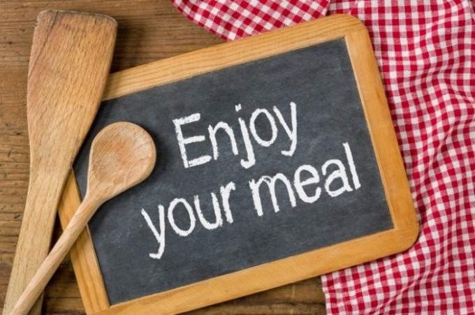 COSA FAI QUANDO MANGI?  Come mangiare in maniera consapevole con le 4C